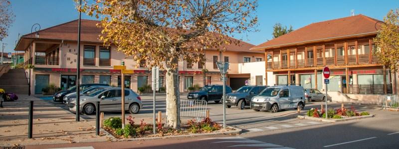 Centre village place principale Satolas-et-Bonce