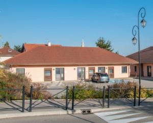 Façade principale du pôle médical à Satolas-et-Bonce